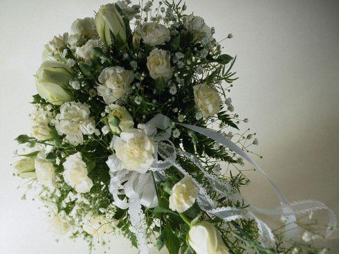 Стола свадебный букет из белых роз