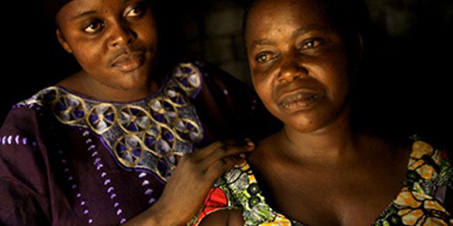 un.org: Одетт Кусику Мбаку Масваку (справа) была прооперирована в больнице, построенной при поддержке ЮНФПА. Фото Робин Хаммонд/Панос
