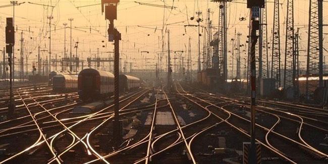 Профессиональному празднику железнодорожников – второй век