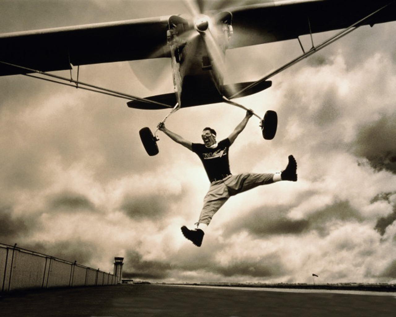 С днем рождения мужчине открытка полет